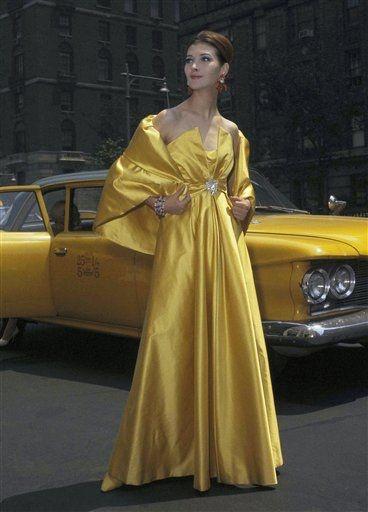 платье желтого цвета в пол