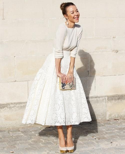 На фото модная юбка ретро