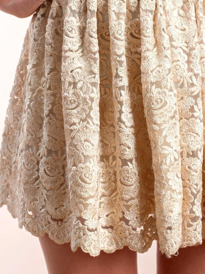 На фото модная кружевная юбка 2015 года